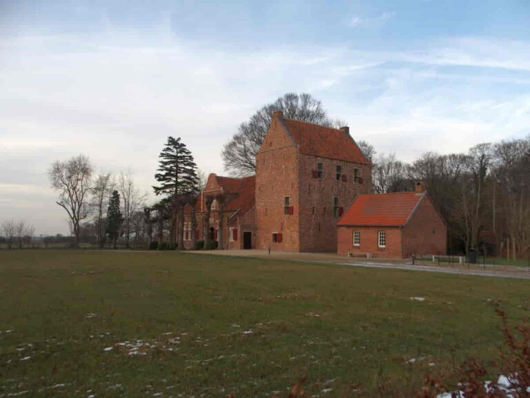 Steinhaus: Häuptlingssitz in Bunderhee
